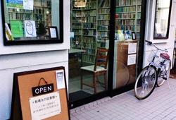 """図書館でお酒が飲める?! """"図書館Bar""""に行ってみた☆"""